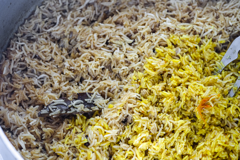 Maqbous: Tint half of the cooked rice with saffron water.