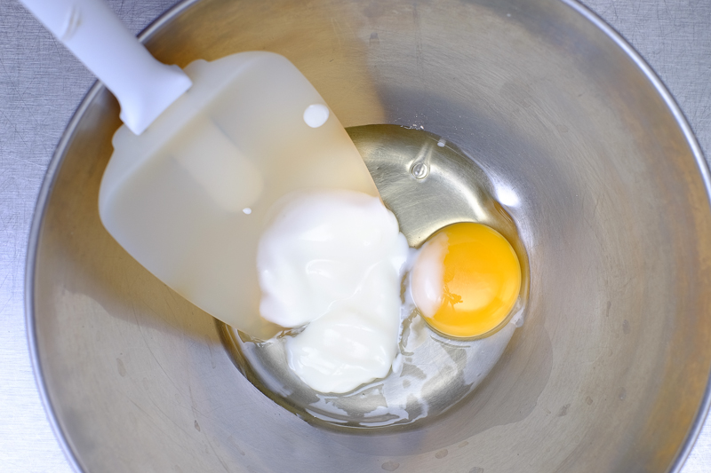 Kutab: Mix the egg and yogurt in a bowl